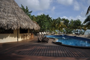 The pool and bar at Kanantik Resort